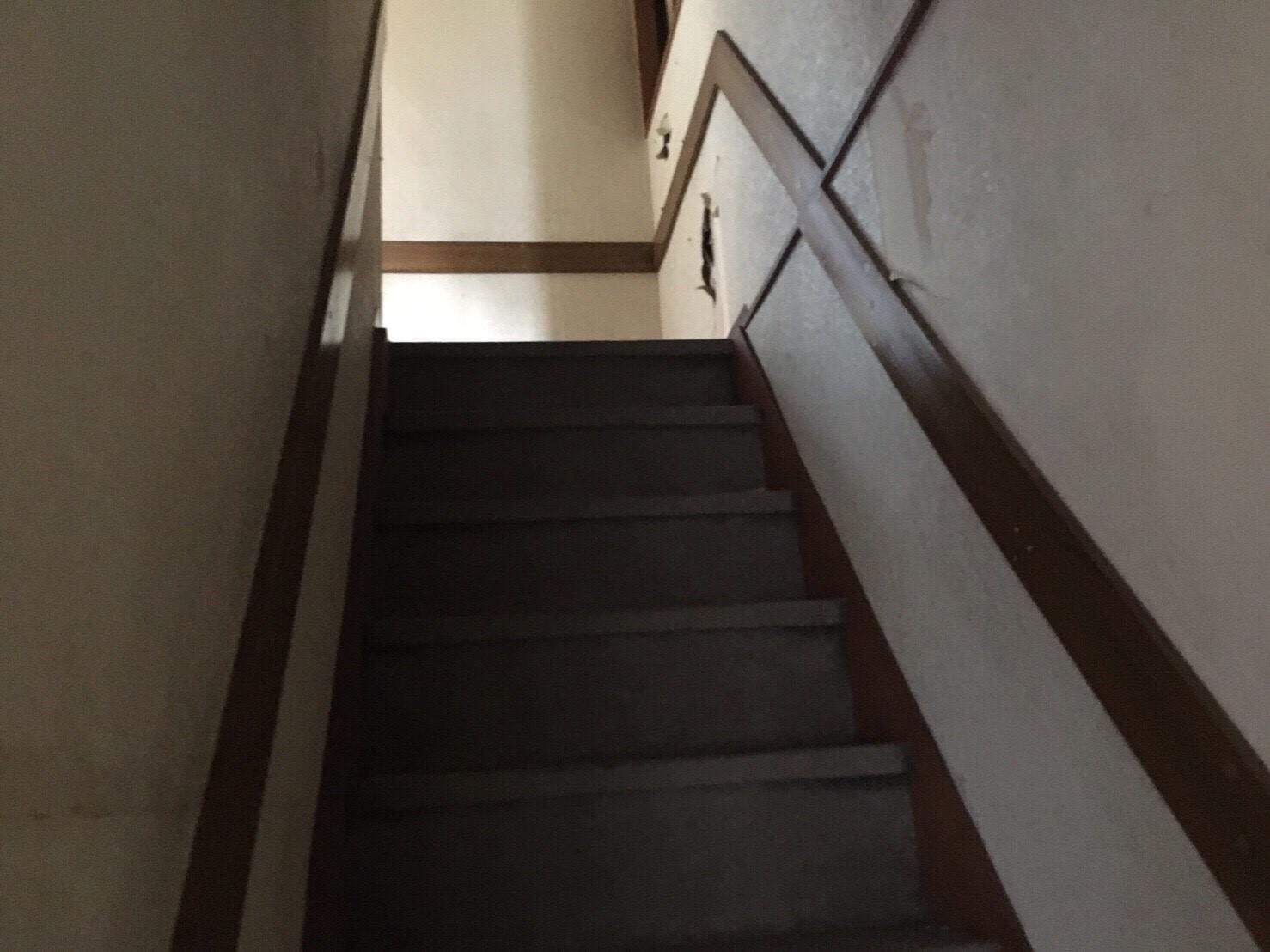 西成区リフォーム前階段