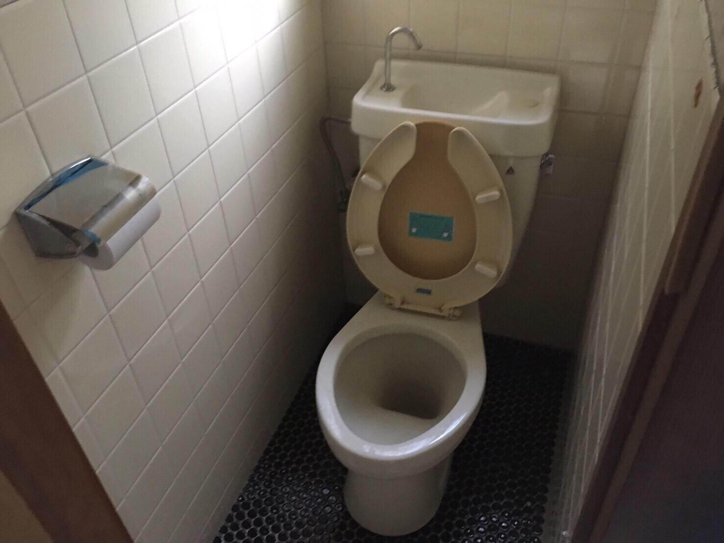 西成区リフォーム前トイレ
