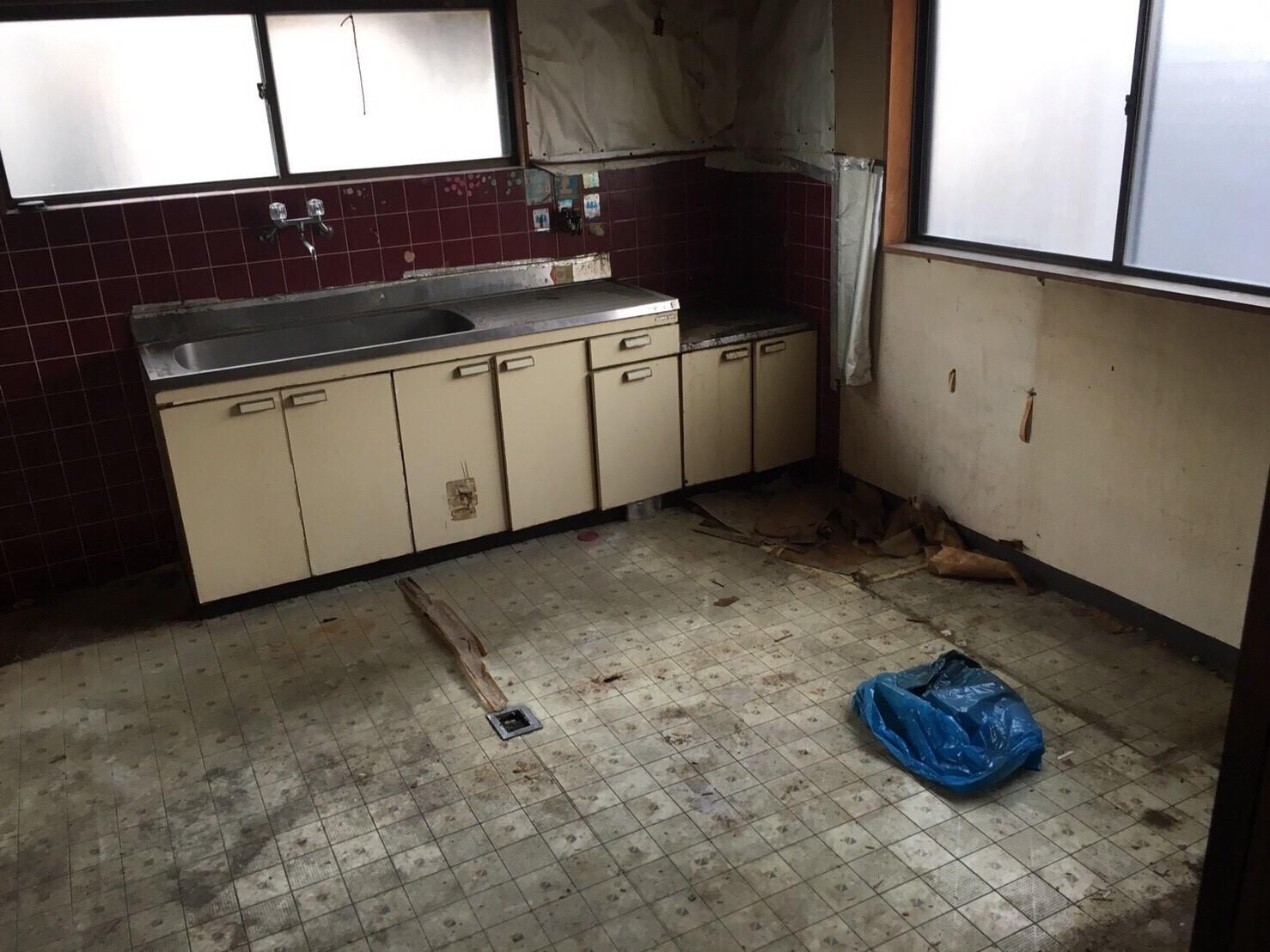 西成区リフォーム前キッチン2